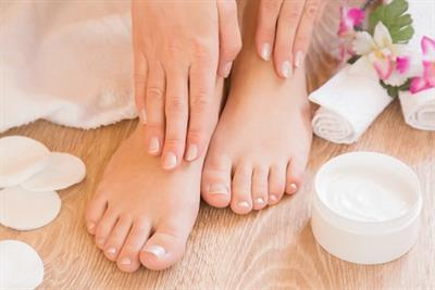 <h1>Deluxe Manicure & Deluxe Pedicure</h1>