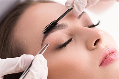 <h1>Lash lift and brow shape</h1>